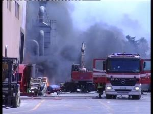 Lo stabilimento Econet in fiamme