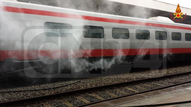 Incendio su carrozza treno paura a lamezia for Carrozza del treno