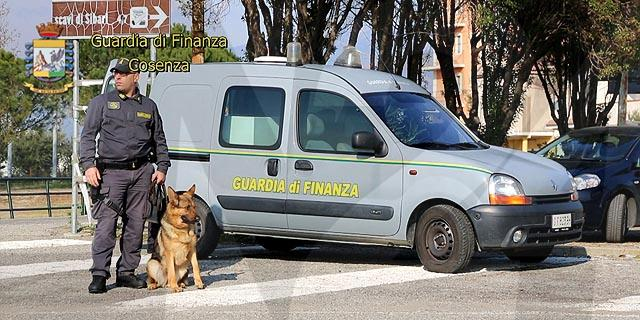 Lamezia, in auto con un chilo di cocaina: arrestato