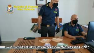 Tropea. Ritenuto vicino ai clan, in casa pistole e proiettili pronti all'uso